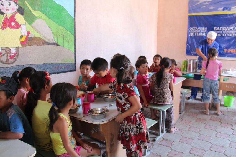 2015-03-Dordoi-opvang-03-voedselprogramma